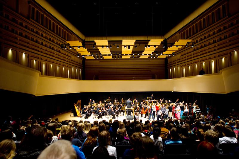 120314 Umeå Barnens carmen, medsångare som lite på Carmen vid Norrlands operan.Foto: Patrick Tragardh
